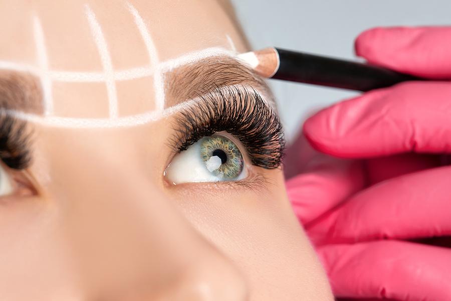 augenbrauen-kosmetikbehandlung-von-kosmetik-homepage