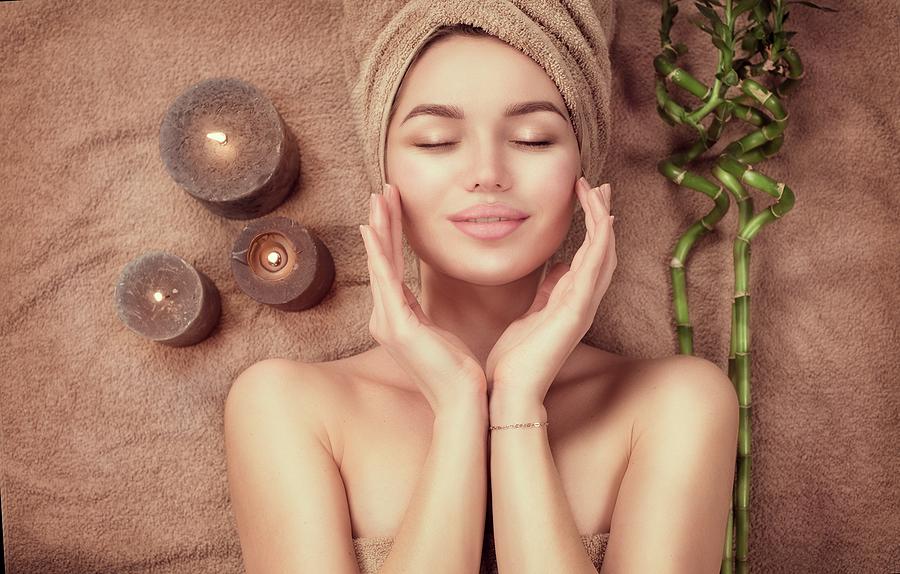 frau-wellness-behandlung-von-kosmetik-homepage