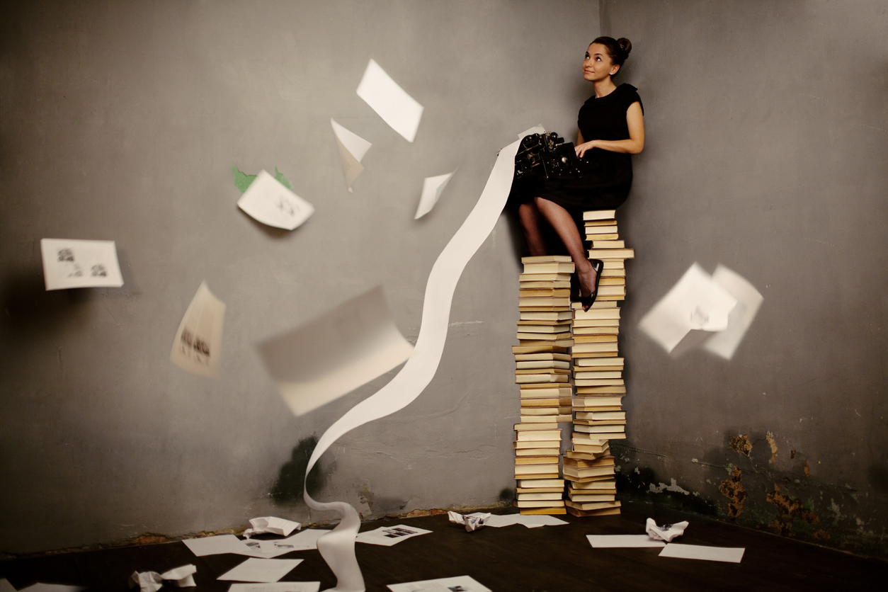 donna-scrive-libro